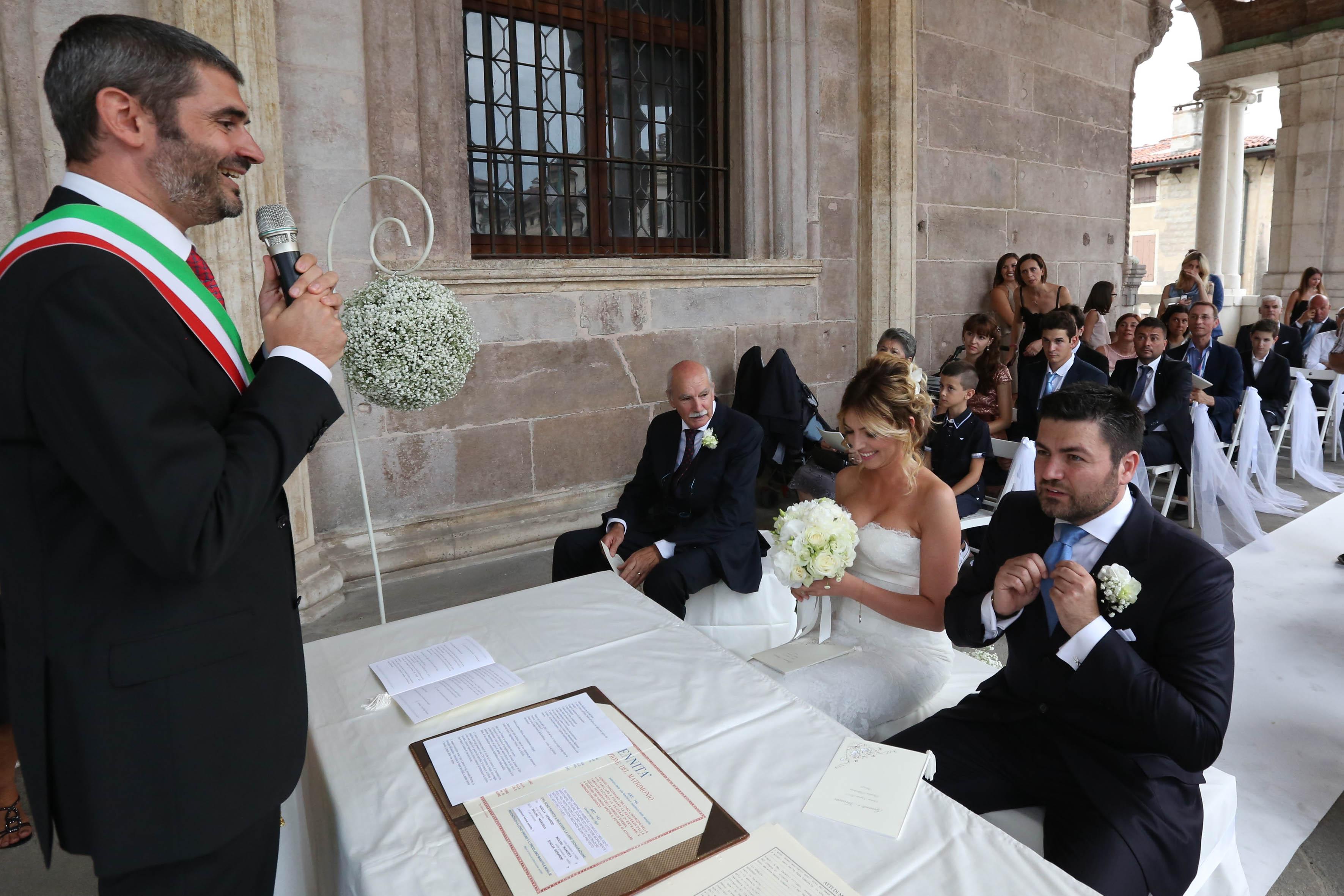 Matrimonio In Comune : Celebrato il primo matrimonio civile in basilica palladiana